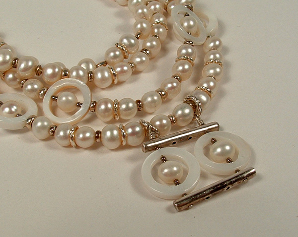 Pearl necklace with dangle