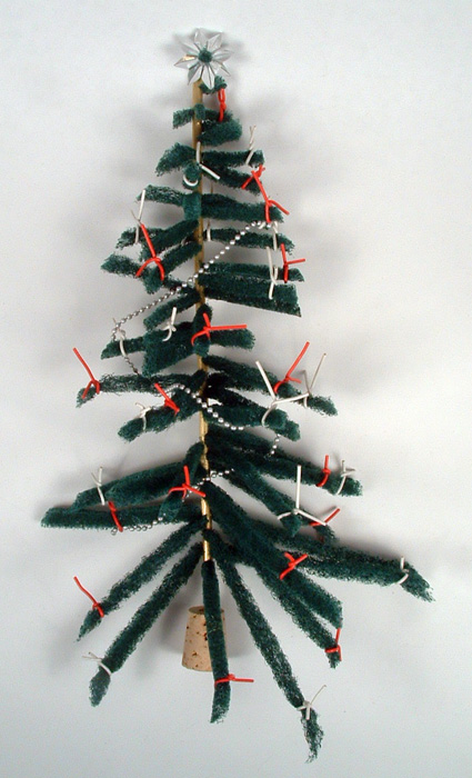 Photo of Christmas tree made from a Scotch Brite scrubbie.