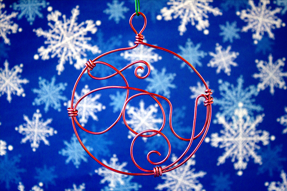 Christmas Ornament Countdown: Wire Wrapped Joy | the crafty sisters