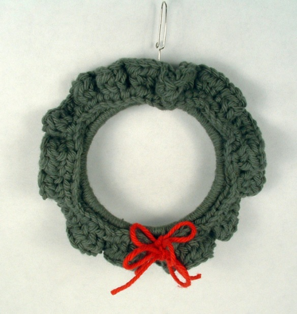 Small wreath crocheted of cotton yarn.