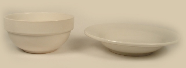 Photo of 2 different round diner bowls seen from a side view.