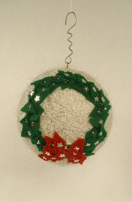 Felt wreath side of the ornament