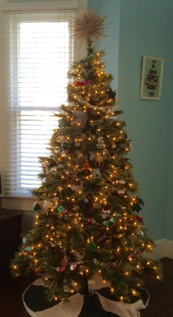 Photo of full tree and topper.